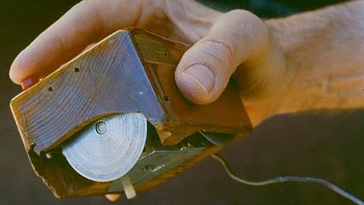 Um protótipo de madeira foi o primeiro mouse, apresentado em 1968